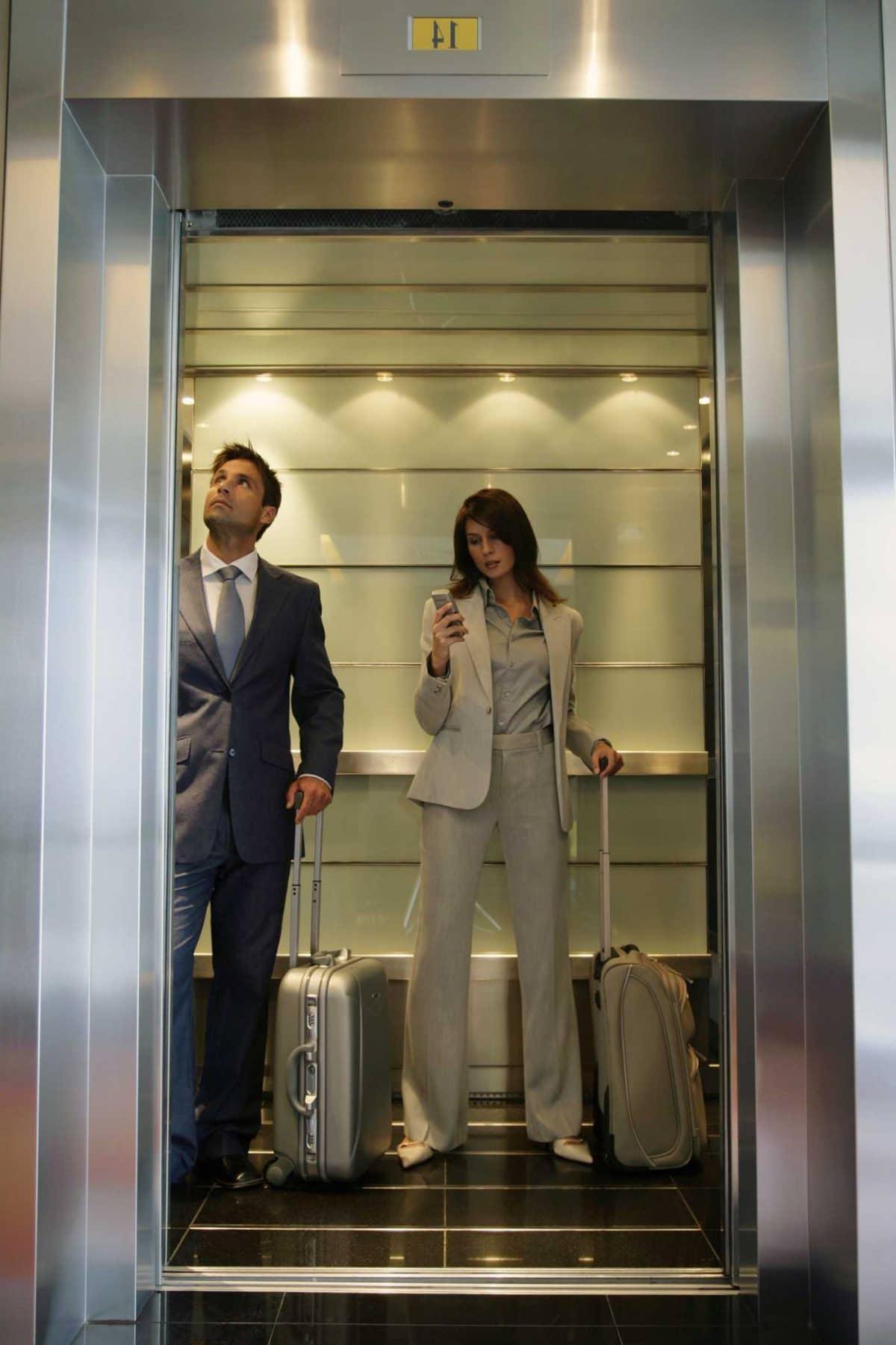 изображение кабины пассажирского лифта ОТИС